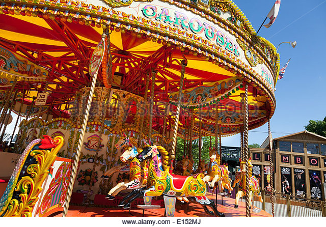 unoccupied-traditional-carousel-fair-ground-ride-e152mj